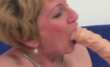 Hot mature gets her pussy happy