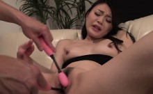 Alluring japanese stimulates her cunt with a sex-toy