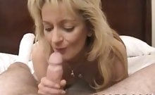 Horny mom enjoys to be fingered by her neighbor