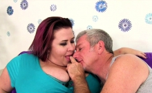 Mature Bbw Gets Kissed And Pussy Rubbed She Gives A Nice