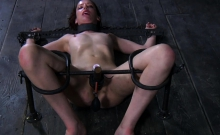 Tough gal in shackles gets her fur pie pumped