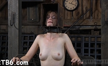 Blonde floozy likes to play with her vagina and tits
